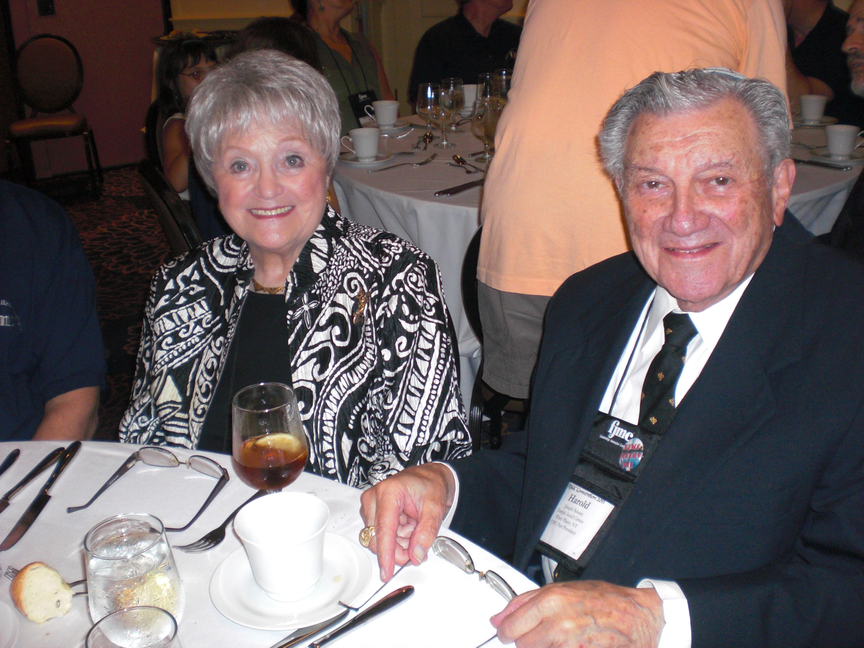 Maasim Tovim Honoree Harold Nissen and Sylvia.